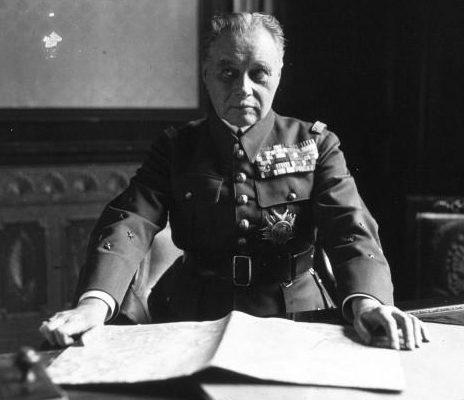 Главнокомандующий французскими вооруженными силами генерал Морис Гамелен.