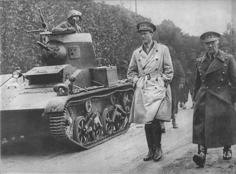 Король Леопольд III и министр обороны Бельгии Денис. Май 1940 г.