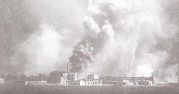 Горит военный завод №43 по Брест-Литовскому шоссе. Киев. 22 июня 1941 г.