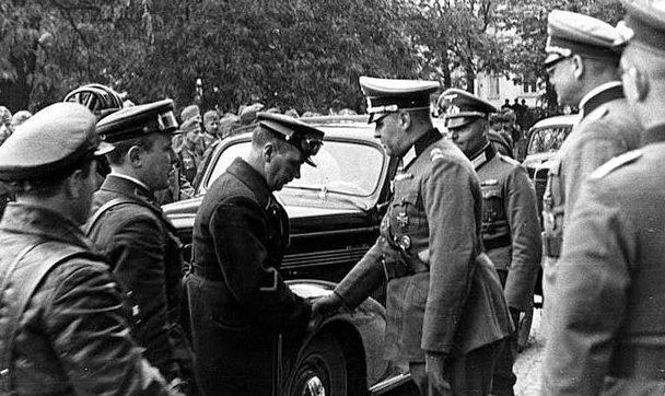 Встреча совестного и немецкого командования перед передачей Бреста.