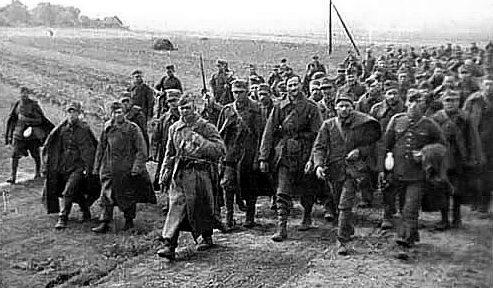 Пленные польские солдаты.