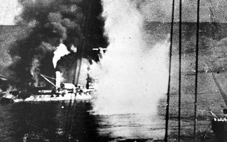 Взрыв линкора «Бретань».
