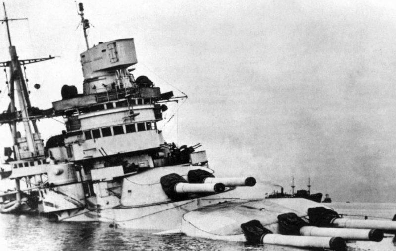 Затонувший линкор «Conte di Cavour».