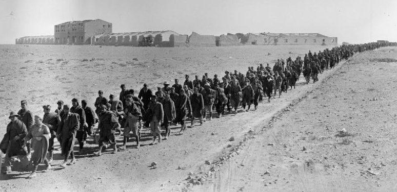 Итальянские военнопленные, захваченные в ходе операции.