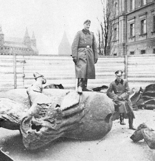 Разрушенный памятник Грюнвальду. Ноябрь 1939 г.