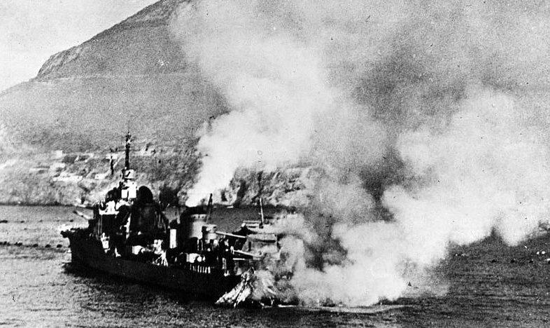 Поврежденный эсминец «Могадор».