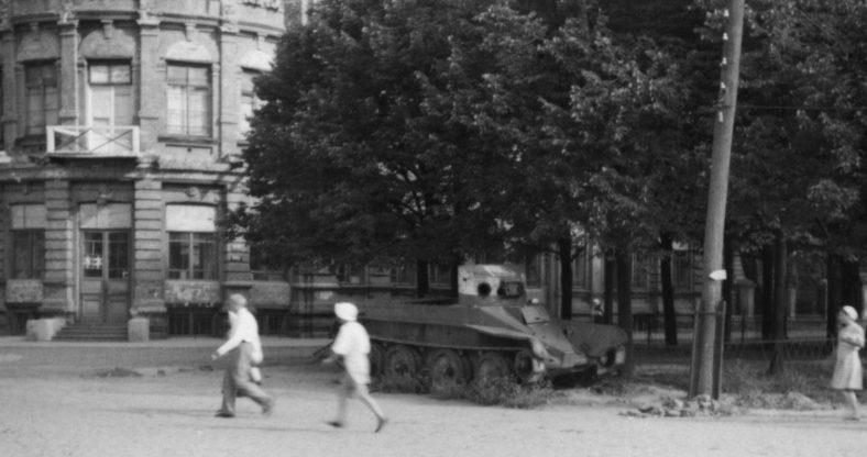 Брошенный танк БТ. Сентябрь 1941 г.