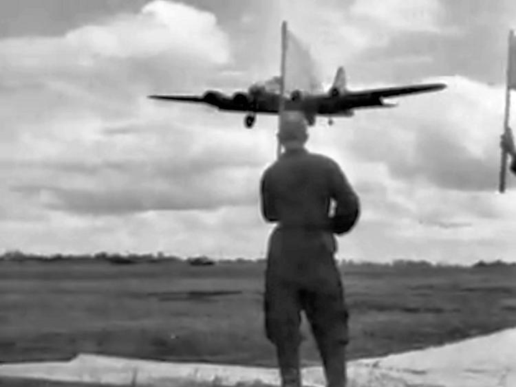 Бомбардировщики «B-17» прибывают на аэродром Миргорода. 2 июня 1944 г.