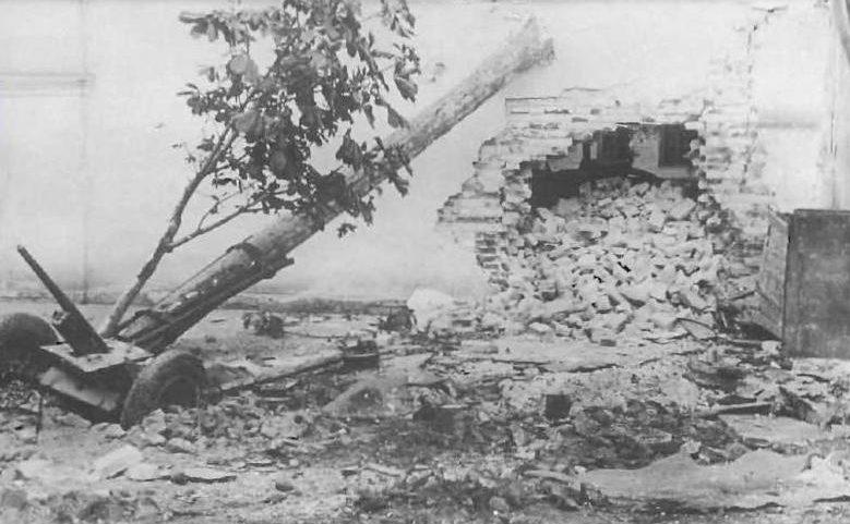 Разбитое советское орудие. Сентябрь 1941 г.