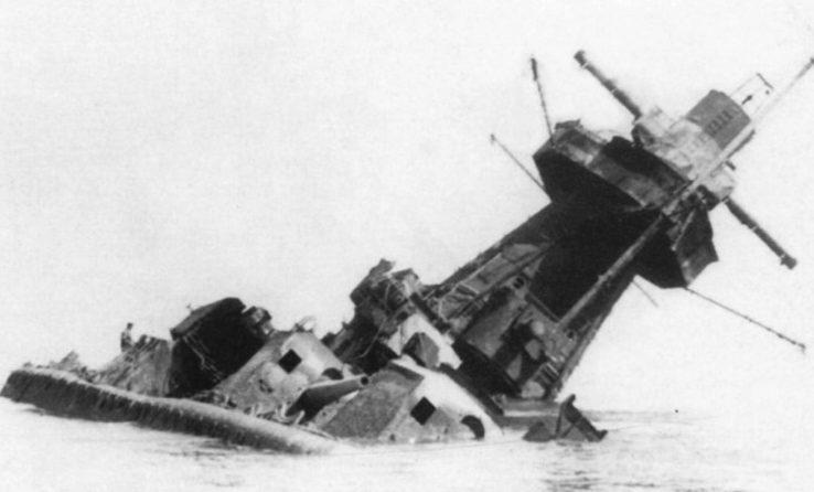 Затонувший крейсер «Адмирал граф Шпее».