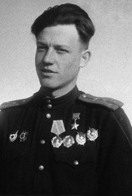 Герой Советского Союза капитан Павлов. 1944 г.