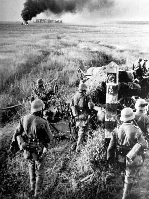 Немецкие войска пересекают границу СССР. 22 июня 1941 г.