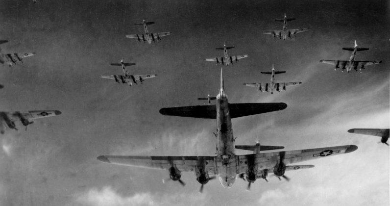 Строй бомбардировщиков «В-17».