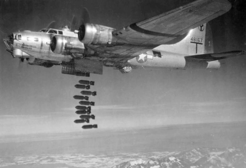 Сброс бомб с бомбардировщика «В-17».