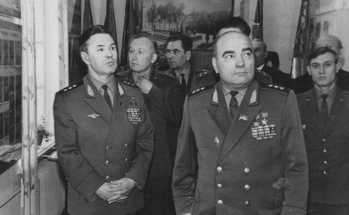 Лавриненков среди офицеров ПВО. 1972 г.