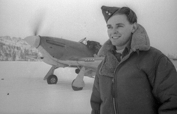 Летчик Чарльтон Хоу за время операции «Бенедикт» сбил три немецких истребителя.