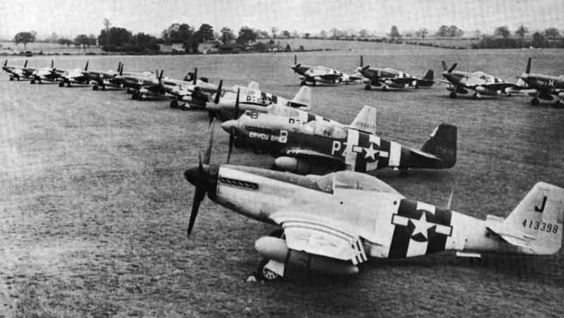 Истребители «P-51» из 486-й эскадрильи RAF «Debden» на пирятинском аэродроме.