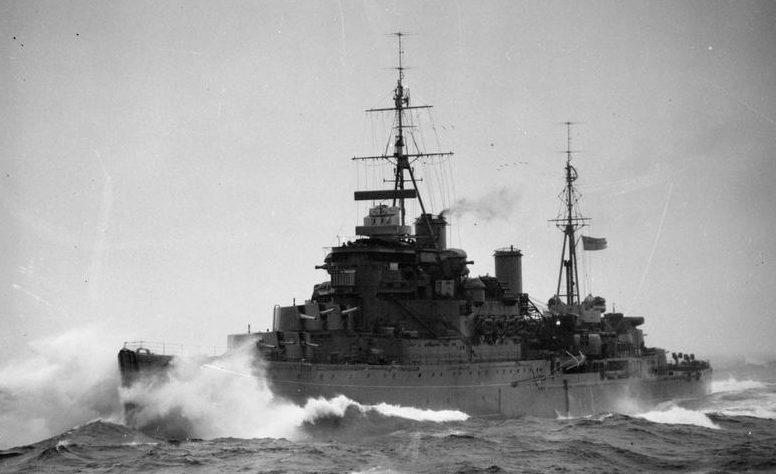 Крейсер «Кения» в море.