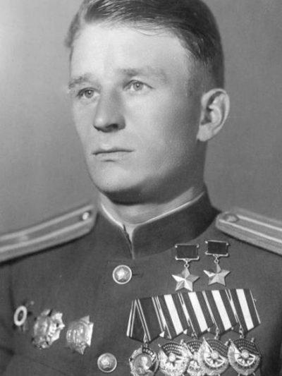 Дважды Герой Советского Союза Степанищев Михаил Тихонович (02.11.1917-08.09.1946)