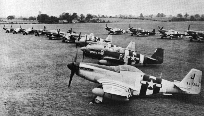 Истребители «P-51» из 486-й эскадрильи RAF «Debden» на Пирятинском аэродроме. 20 июня 1944 г.