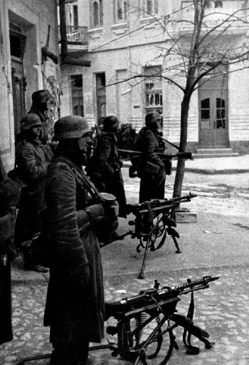 Немецкие войска в Феодосии. Ноябрь 1941 г.