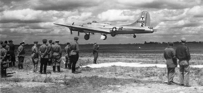 Посадка американского истребителя.