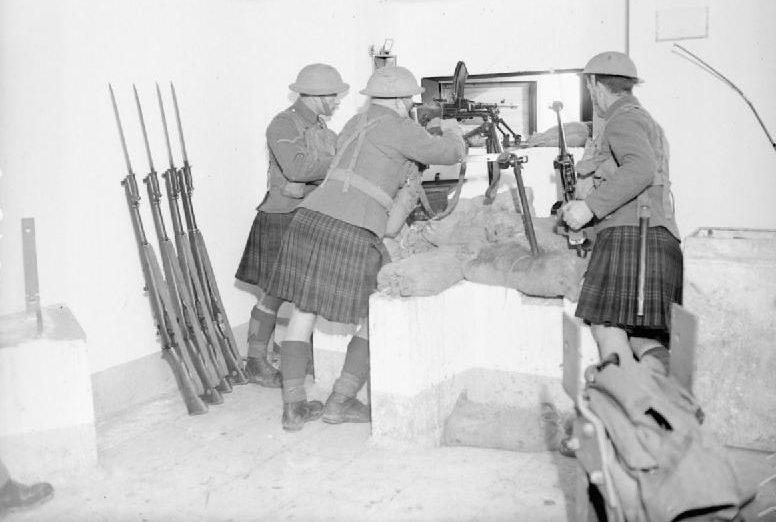 Солдаты 1-го батальона Британских экспедиционных войск на блокпосту. 12 ноября 1939 г.