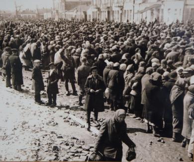 Вещевой рынок во время оккупации. Октябрь 1941 г.