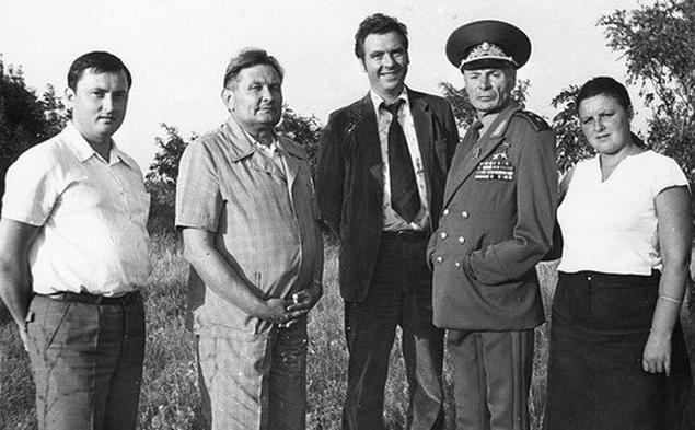 Генерал Петров в кругу близких. 1995 г.