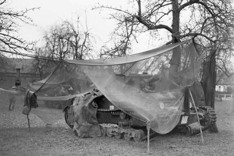 Танк Matilda Mk-I, замаскированный сетью для креветок. Ноябрь 1939 г.