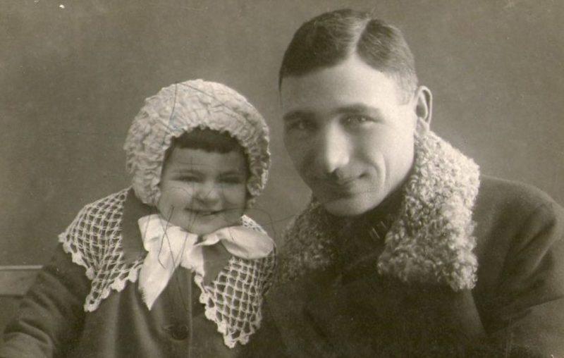 Исса Плиев с дочерью Ниной. 1939 г.