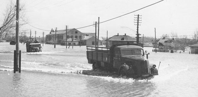 Весна в городе. 1942 г.