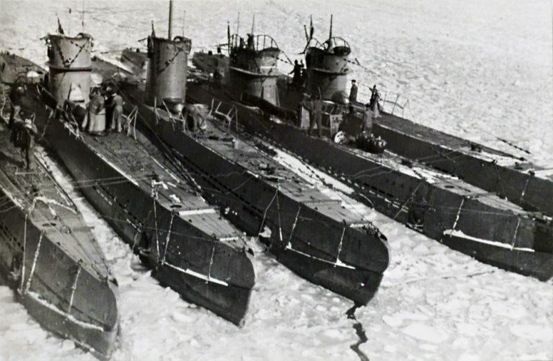 Подлодки в порту города. 1941 г.