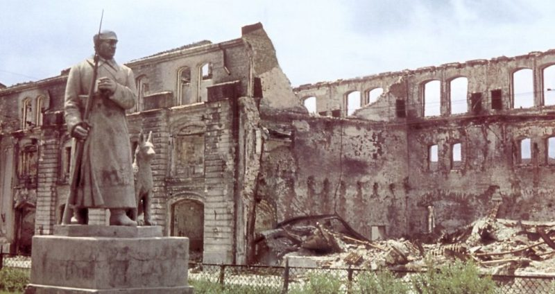 Развалины Красных казарм. Апрель 1942 г.