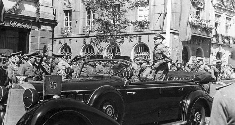 Губернатор Ганс Франк и Роберт Лей на площади Адольфа Гитлера. Август 1941 г.