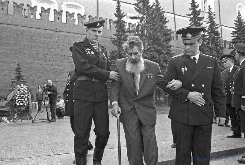 Леонов. 2000 г.
