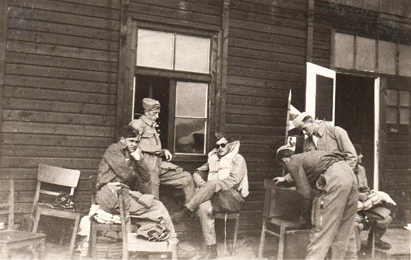 Офицеры Люфтваффе на отдыхе. 1943 г.