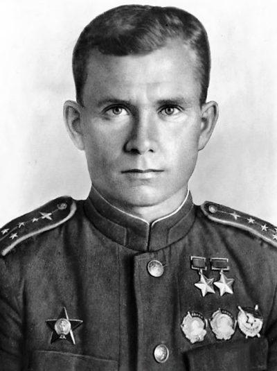 Дважды Герой Советского Союза Ефремов Василий Сергеевич (01.01.1915- 19.08.1990)