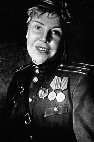 Старший лейтенант Лисикова. 1945 г.