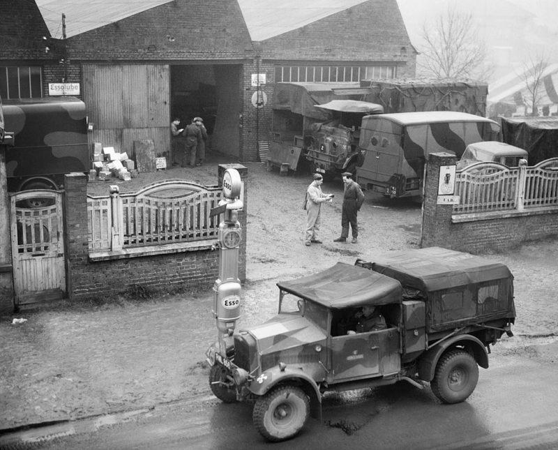 Отряд технической помощи (LAD) в гараже в Баккуе. 5 января 1940 г.