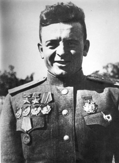 Дважды Герой Советского Союза Карпов Александр Терентьевич (04.10.1917-20.10.1944)