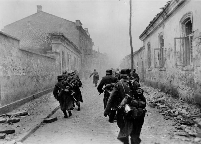 Немецкие солдаты в Евпатории. Январь 1942 г.