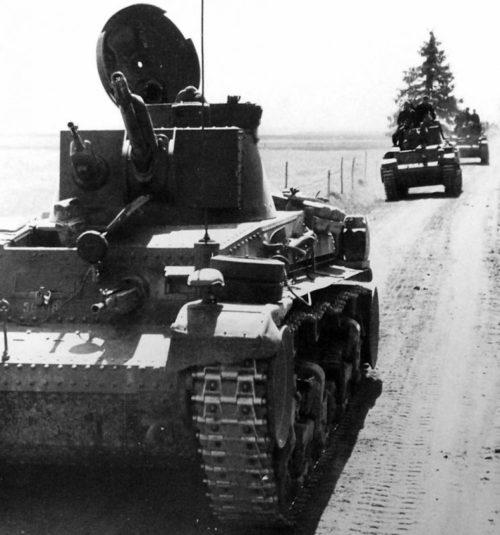 Колонна немецких танков в Прибалтике. Июнь 1941 г.