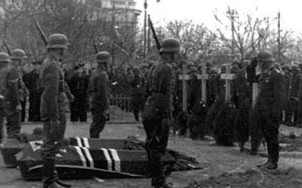 Похороны немецких солдат, погибших в бою с Евпаторийским десантом. Январь 1942 г.