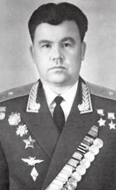 Дважды Герой Советского Союза генерал-майор авиации Плотников. 1975 г.