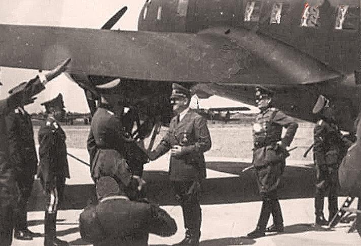 Гитлер на полтавском аэродроме. 1 июня 1942 г.