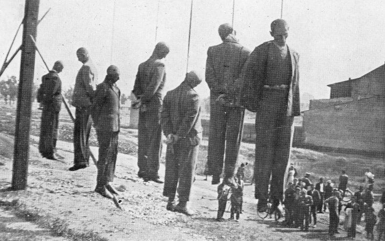 Публичная казнь в Кракове, около железнодорожной станции Płaszów-Prokocim. Июнь 1942 г.