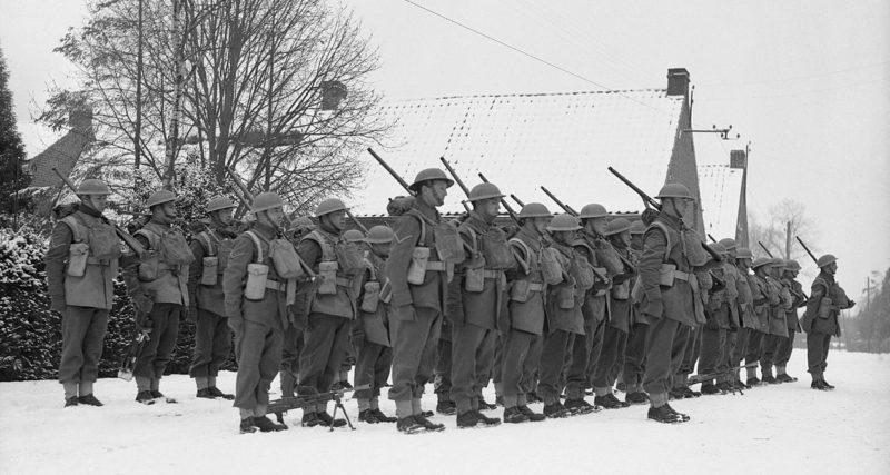 Солдаты 2-го батальона Королевского Уорикширского в Румеги. 22 января 1940 г.