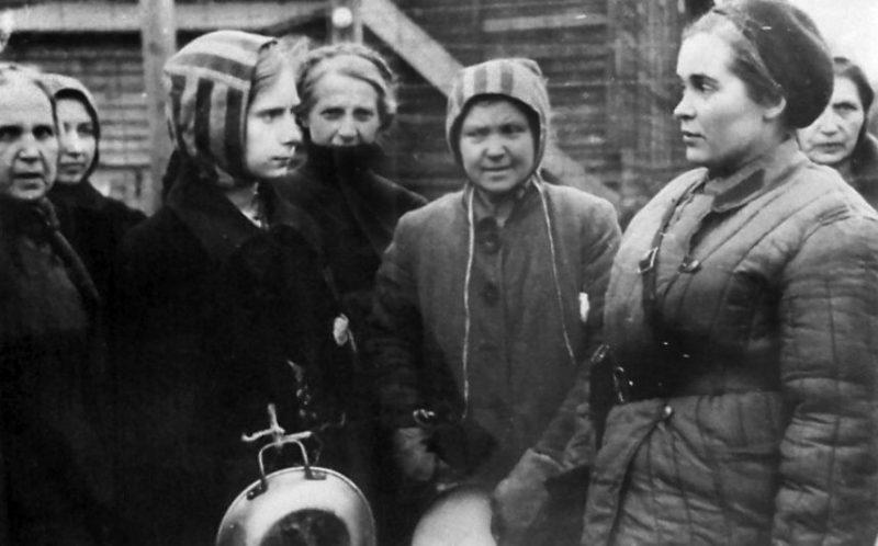 Женщины, освобожденные из немецкого рабочего лагеря. Апрель 1945 г.
