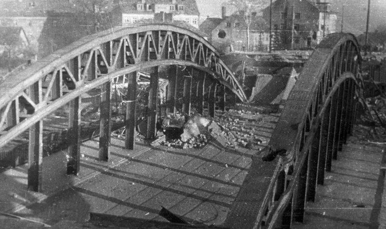 Взорванный мост в районе Трагхайм. Апрель 1945 г.